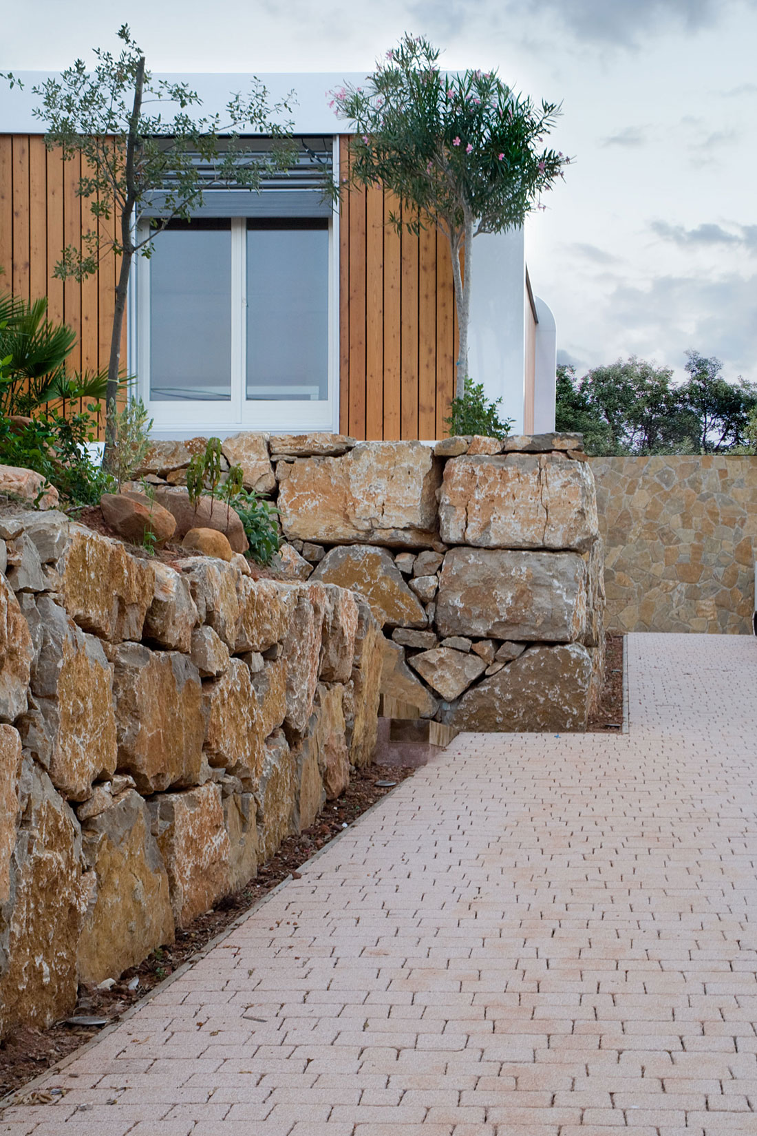Eco-Friendly and Energy Efficiency with Mobile Device Control of El Refugio Inteligente by NOEM-07
