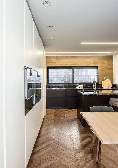 Family designed B house in Ramat HaSharon by Tal Goldsmith Fish Design Studio-05