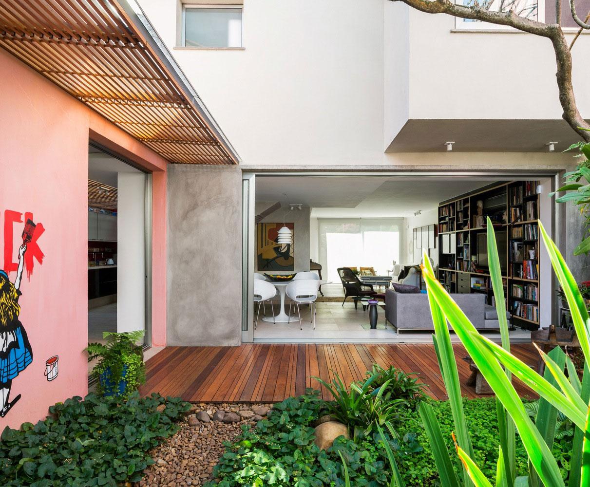 Free an fluid space of Sagarana house from São Paulo by Rocco Arquitetos-05