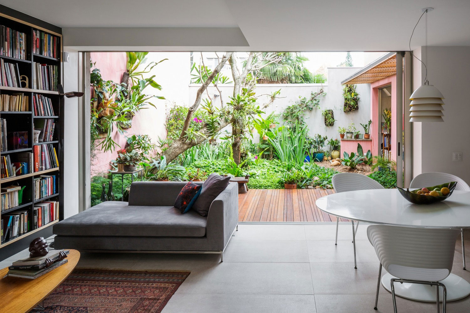 Free an fluid space of Sagarana house from São Paulo by Rocco Arquitetos-06