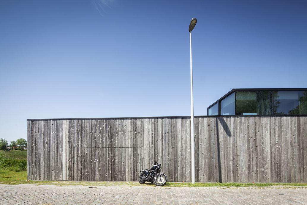 Graafjansdijk Residence by Govaert & Vanhoutte Architects-04