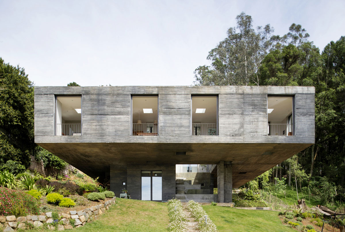 Guna House Located Between a Steeply Sloping Hillside and a Wood of Eucalyptus Trees by Pezo von Ellrichshausen-03