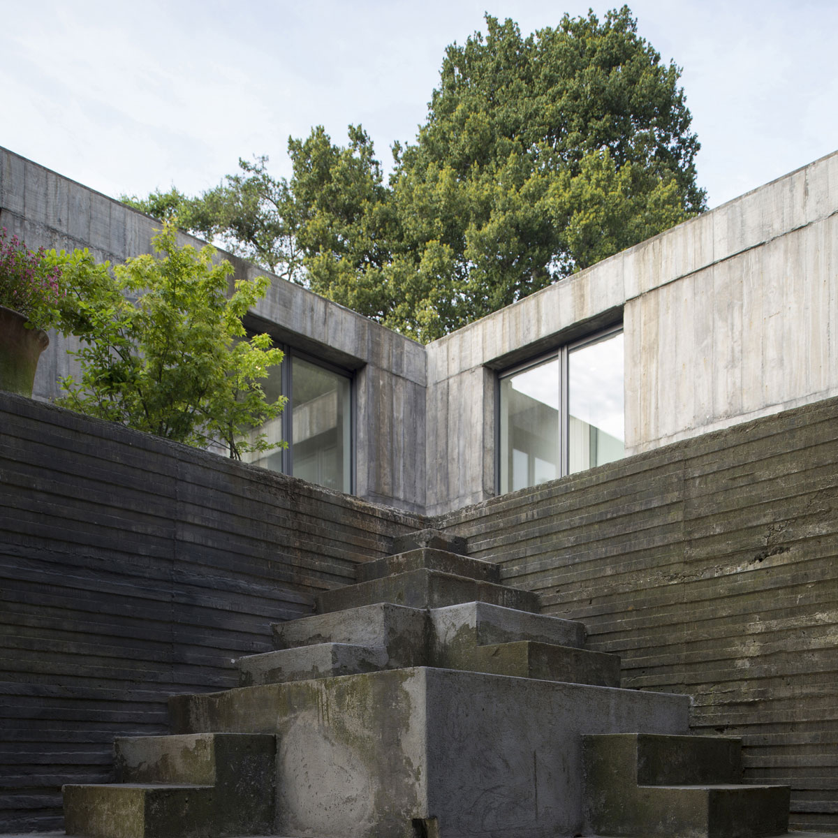 Guna House Located Between a Steeply Sloping Hillside and a Wood of Eucalyptus Trees by Pezo von Ellrichshausen-04