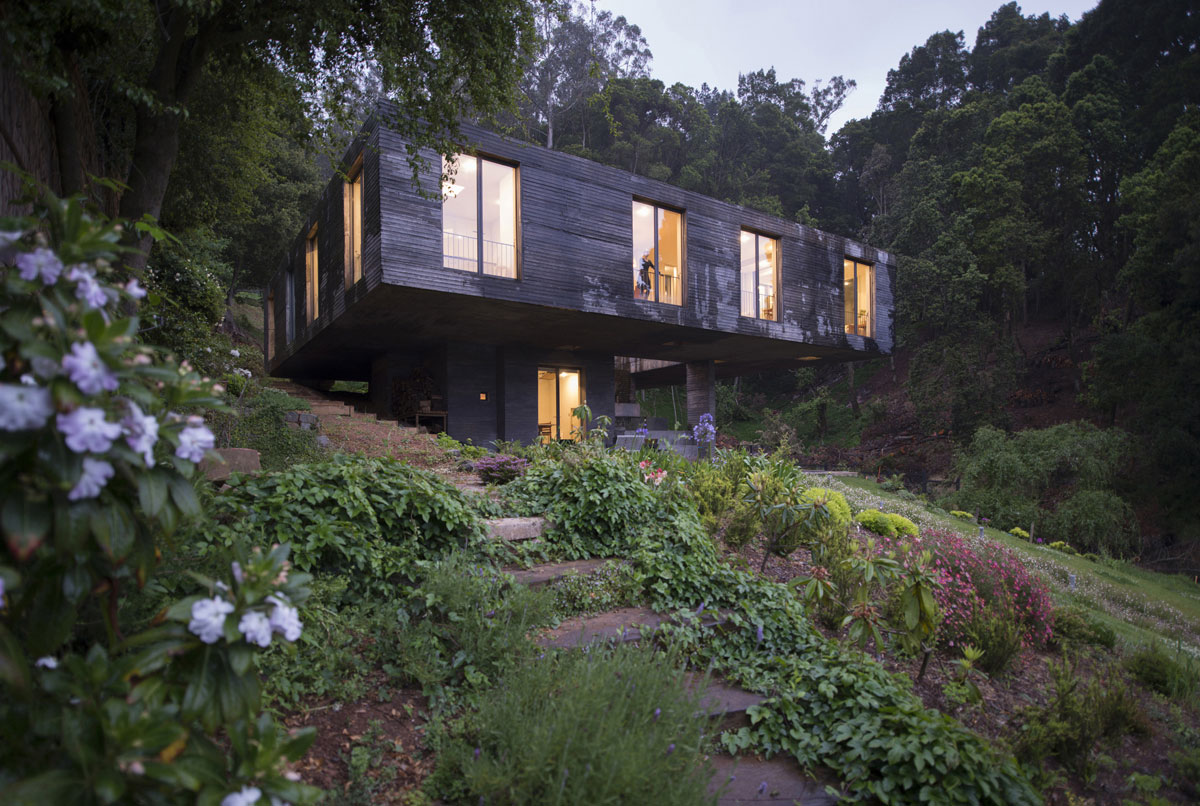 Guna House Located Between a Steeply Sloping Hillside and a Wood of Eucalyptus Trees by Pezo von Ellrichshausen-10