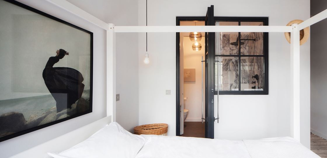 Hackney Apartment in London by Laura Lakin Design-06