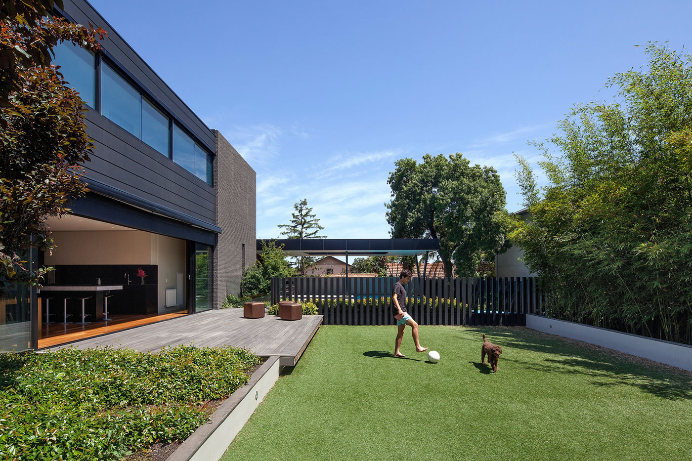 Hawthorn Home Stretches Out Around a Soccer Pitch and Pool by Pleysier Perkins-01