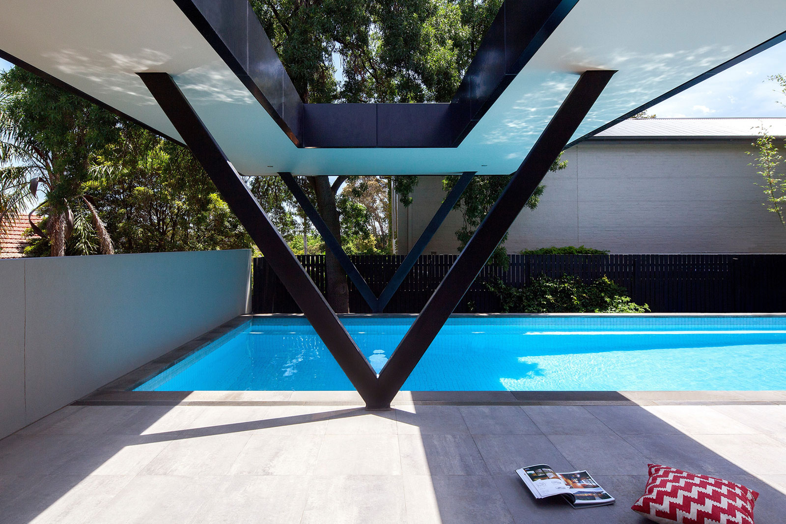 Hawthorn Home Stretches Out Around a Soccer Pitch and Pool by Pleysier Perkins-02