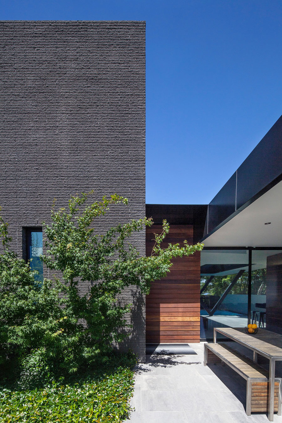 Hawthorn Home Stretches Out Around a Soccer Pitch and Pool by Pleysier Perkins-03
