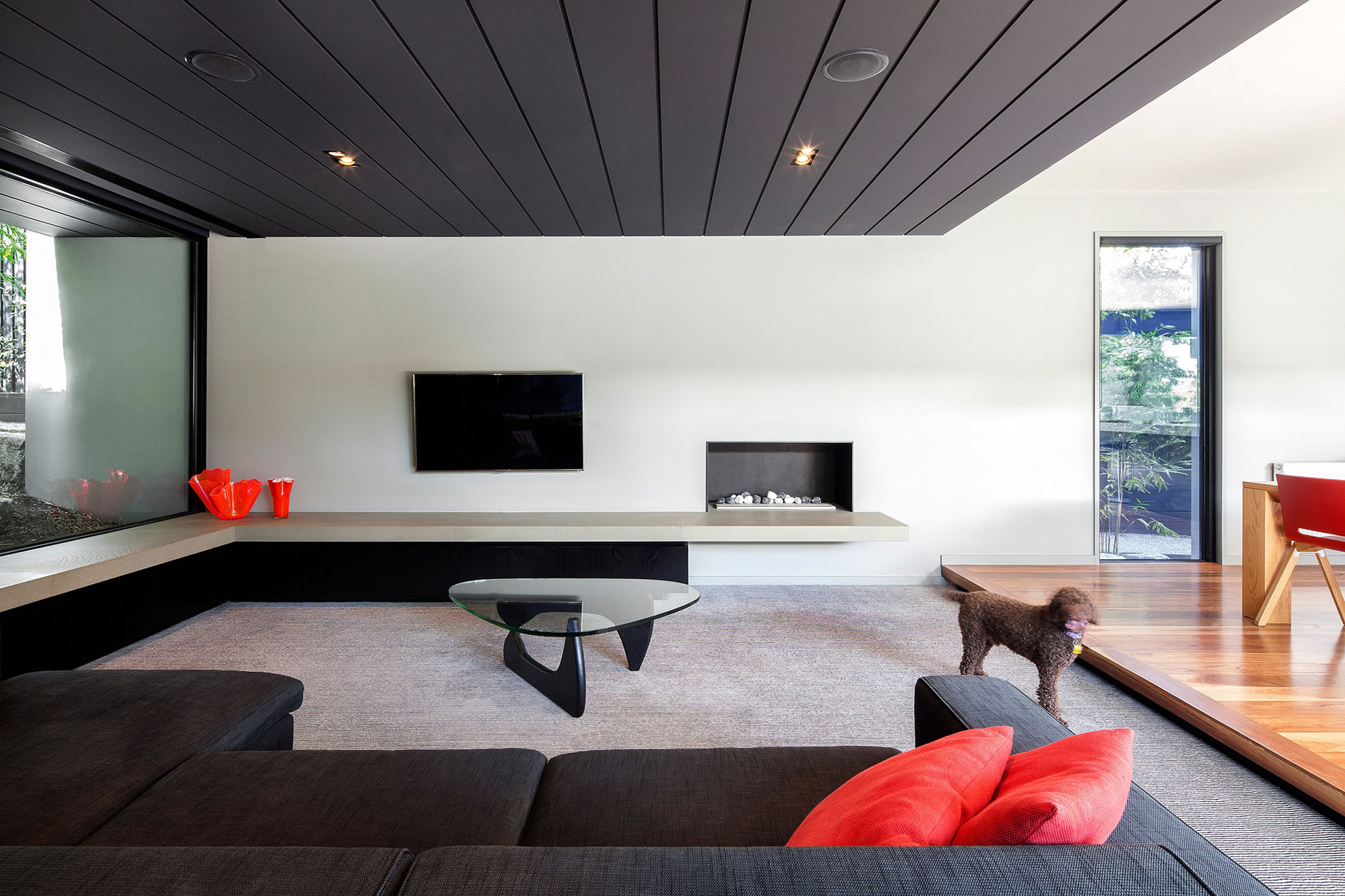 Hawthorn Home Stretches Out Around a Soccer Pitch and Pool by Pleysier Perkins-04
