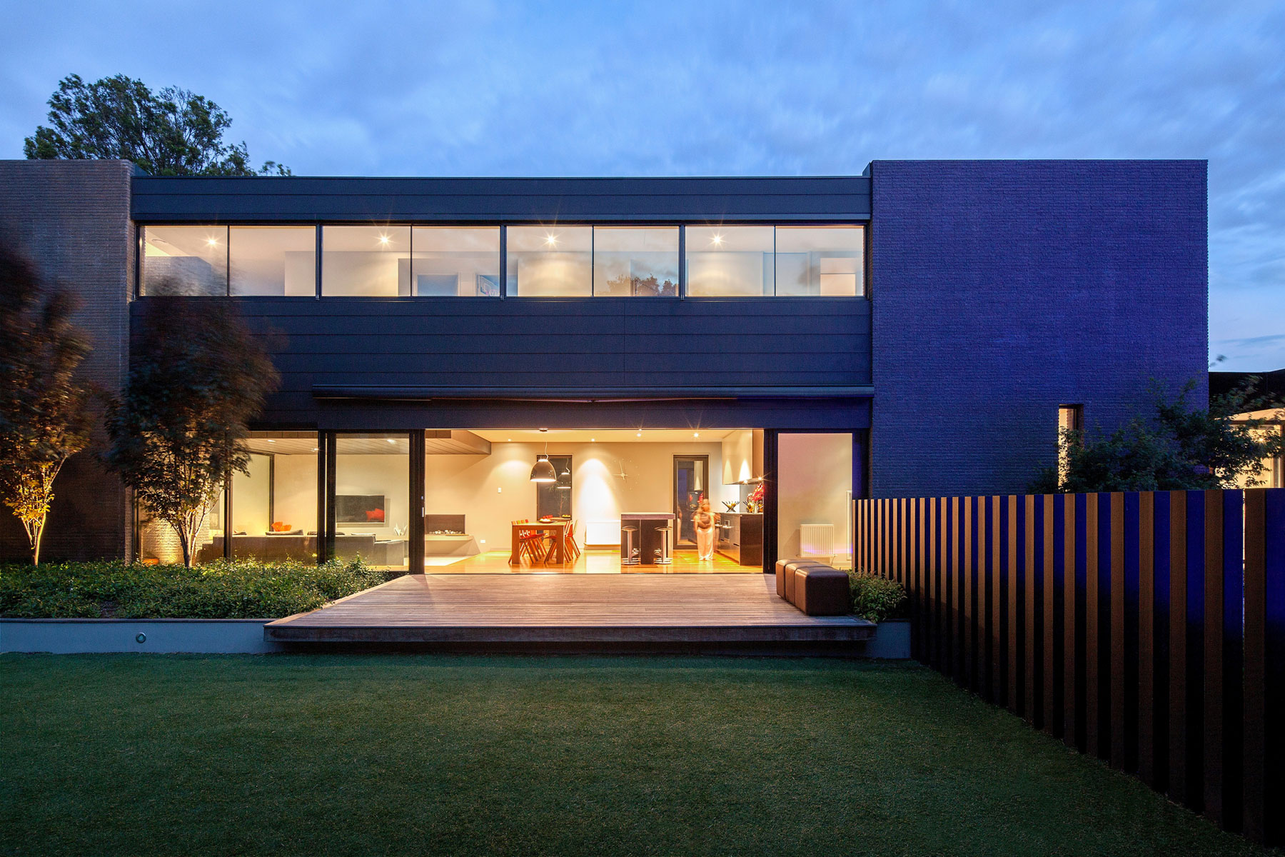 Hawthorn Home Stretches Out Around a Soccer Pitch and Pool by Pleysier Perkins-11