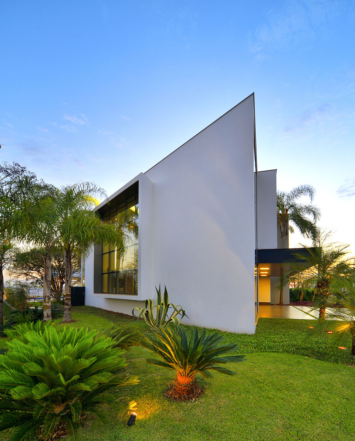 Jabuticaba House Residence Pourpose of Surrounding a Beloved Tree by Raffo Arquitetura-03