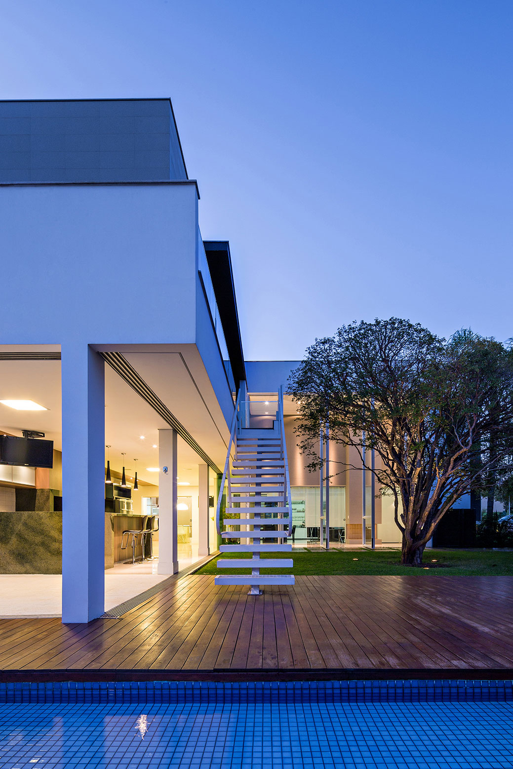 Jabuticaba House Residence Pourpose of Surrounding a Beloved Tree by Raffo Arquitetura-11