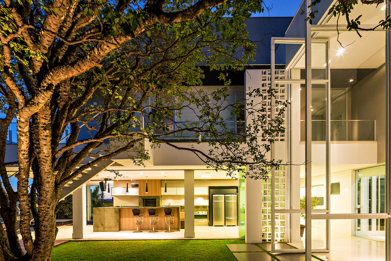 Jabuticaba House Residence Pourpose of Surrounding a Beloved Tree by Raffo Arquitetura-13