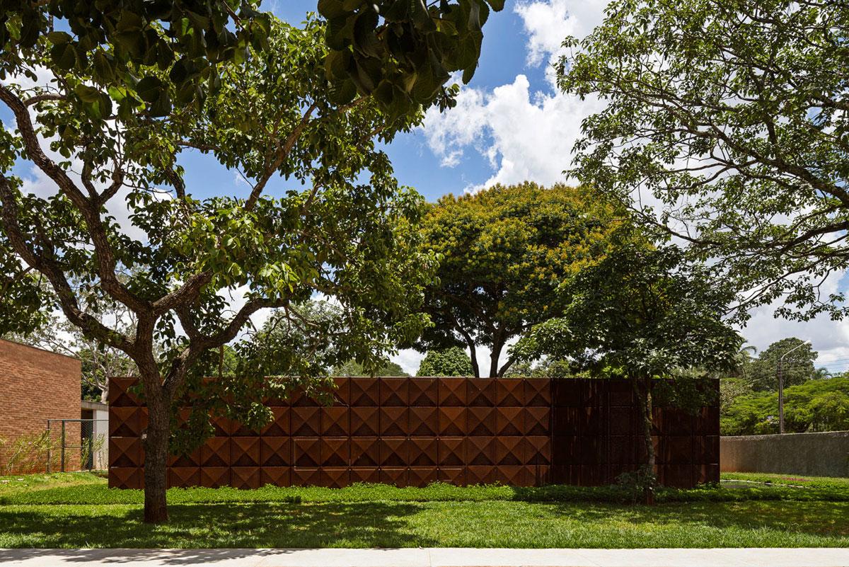 L shape BLM House by ATRIA Arquitetos-01