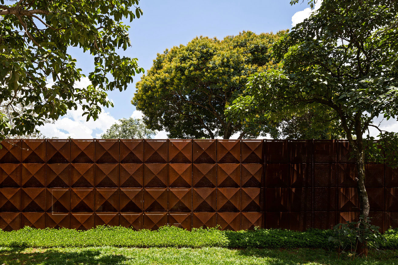 L shape BLM House by ATRIA Arquitetos-02