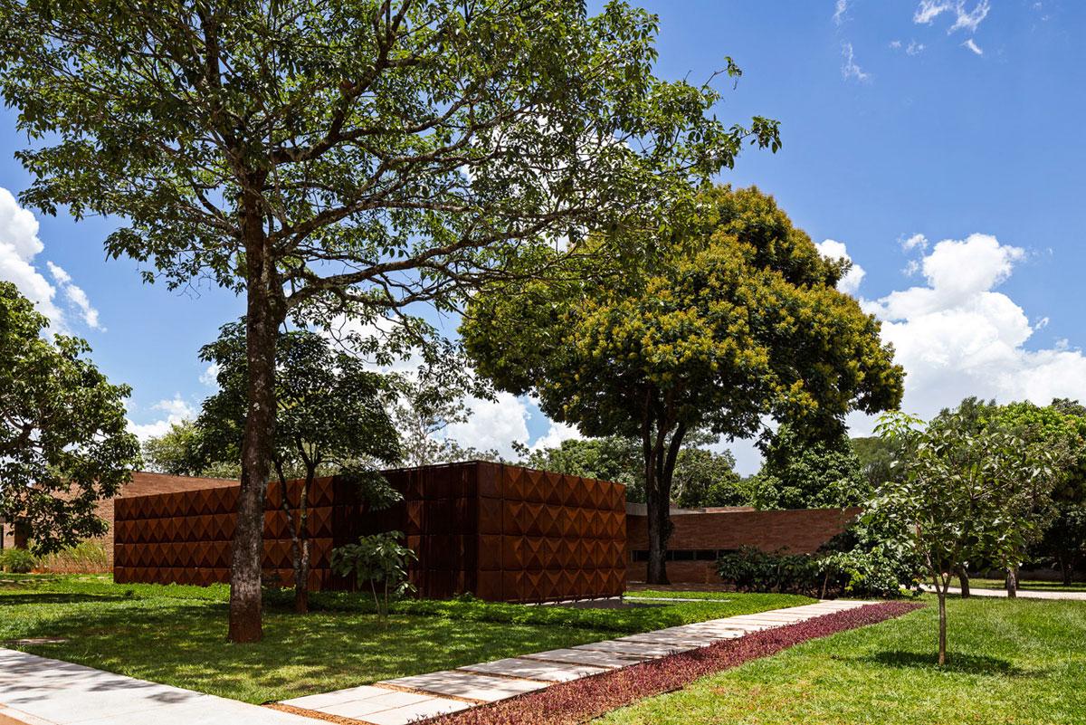 L shape BLM House by ATRIA Arquitetos-03