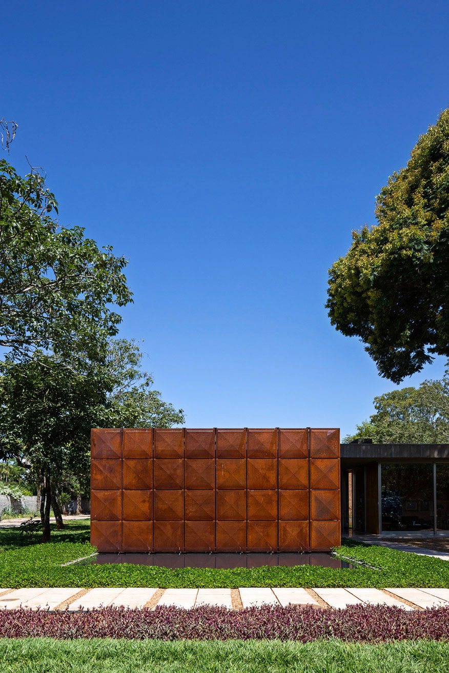 L shape BLM House by ATRIA Arquitetos-04