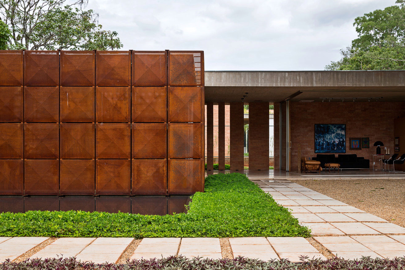 L shape BLM House by ATRIA Arquitetos-06