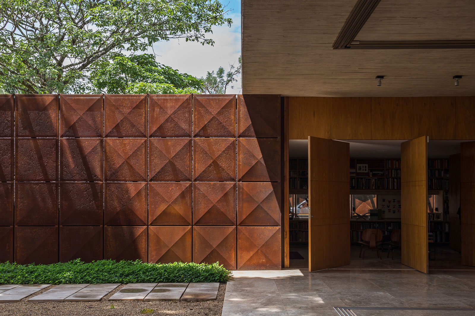 L shape BLM House by ATRIA Arquitetos-09