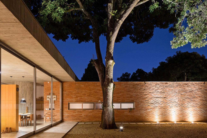 L shape BLM House by ATRIA Arquitetos-19