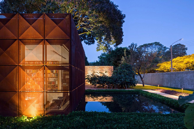 L shape BLM House by ATRIA Arquitetos-20