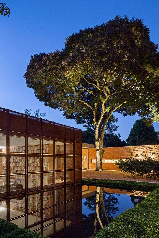 L shape BLM House by ATRIA Arquitetos-21