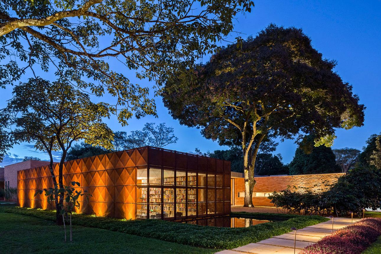 L shape BLM House by ATRIA Arquitetos-22