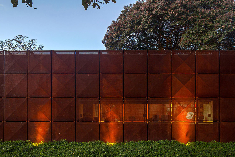 L shape BLM House by ATRIA Arquitetos-23