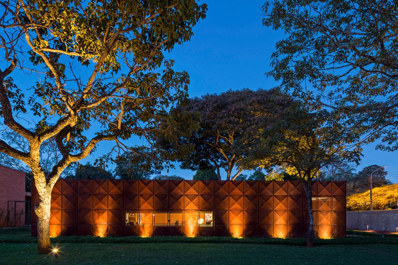 L shape BLM House by ATRIA Arquitetos-24