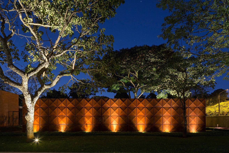 L shape BLM House by ATRIA Arquitetos-25