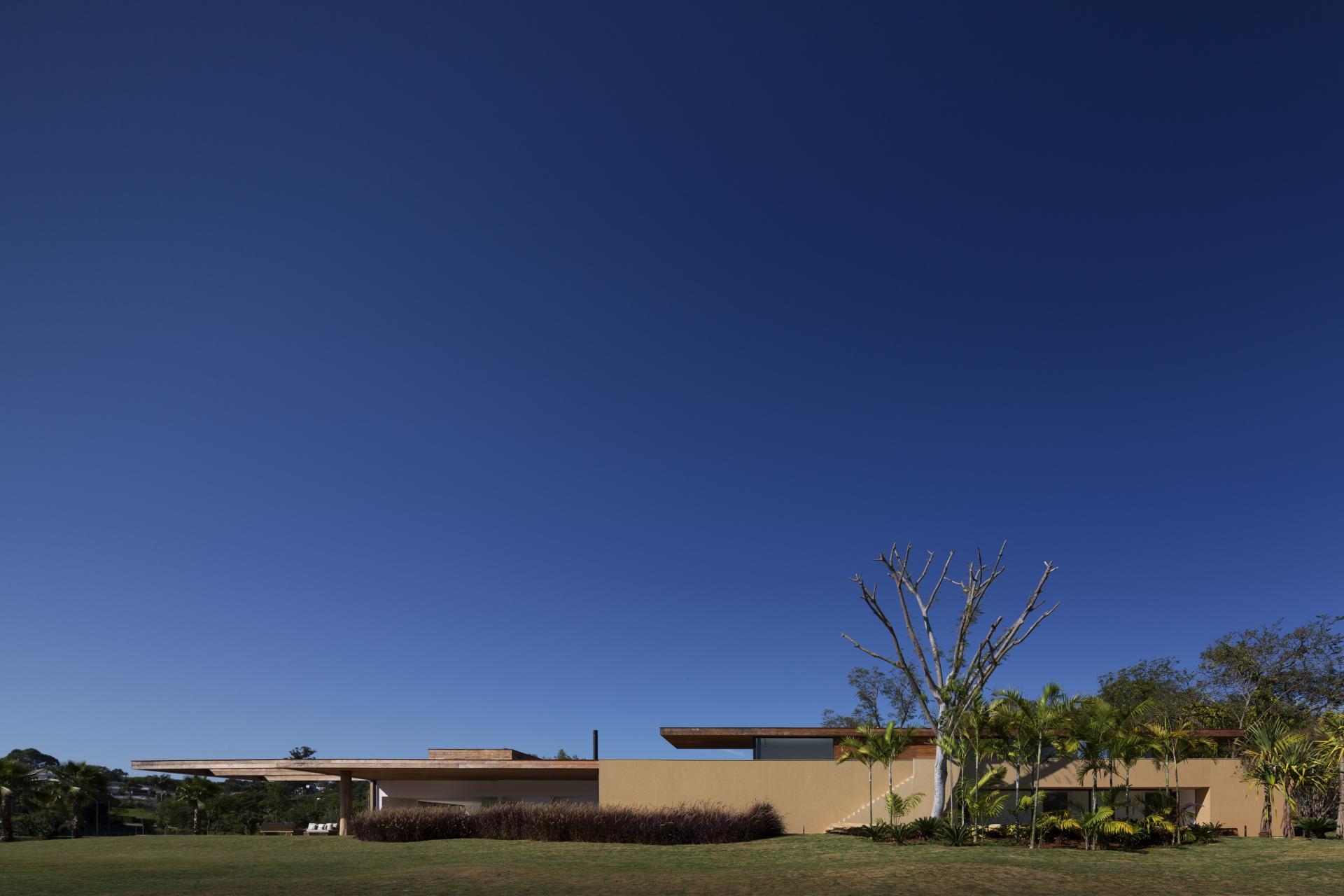 L shape ITU house near Sao Paulo by Studio Arthur Casas-01