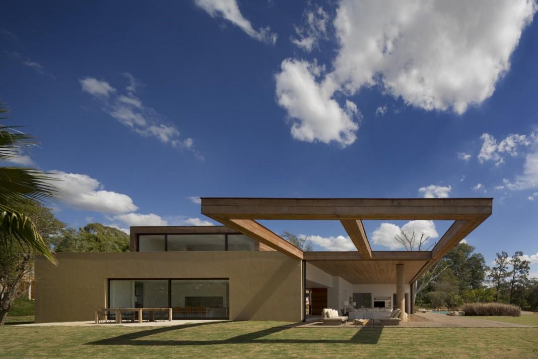 L shape ITU house near São Paulo by Studio Arthur Casas