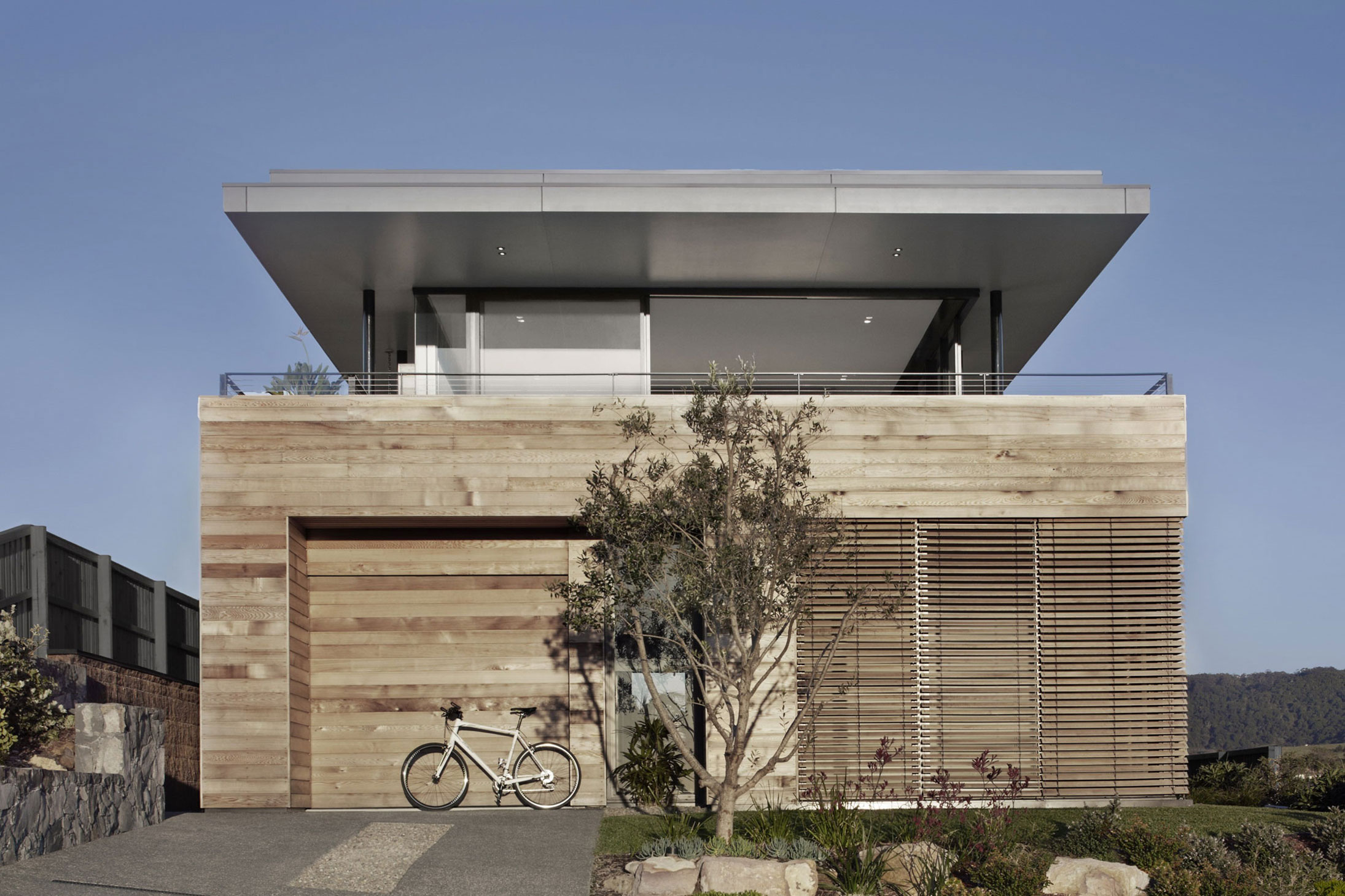 Lamble Modern Beach House with 270 Views of the Ocean by Smart Design Studio-02