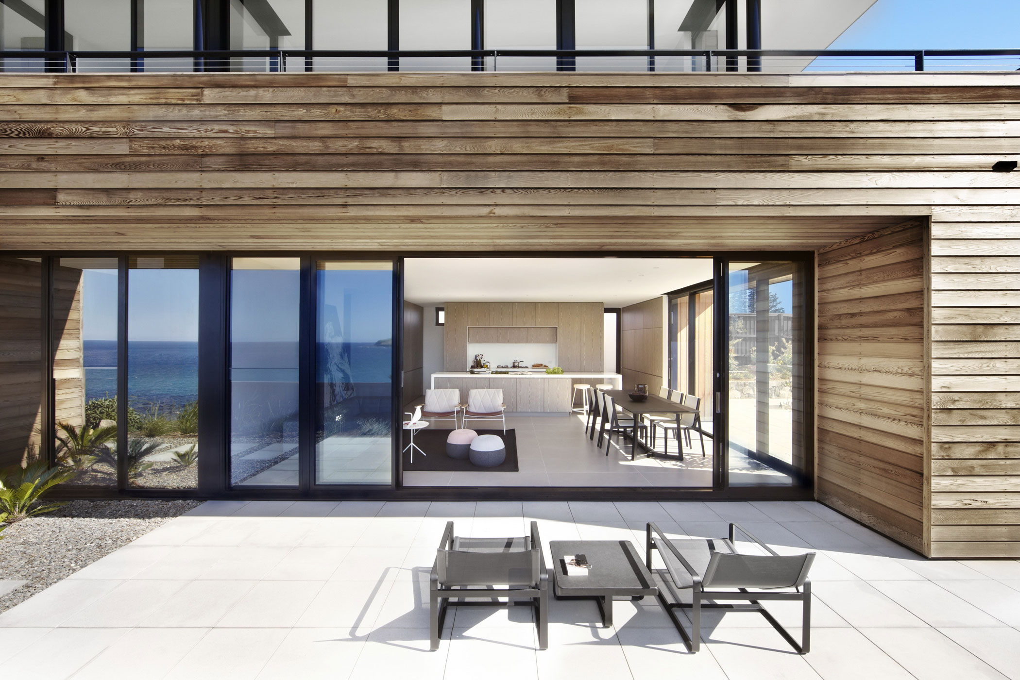 Lamble Modern Beach House with 270 Views of the Ocean by Smart Design Studio-06