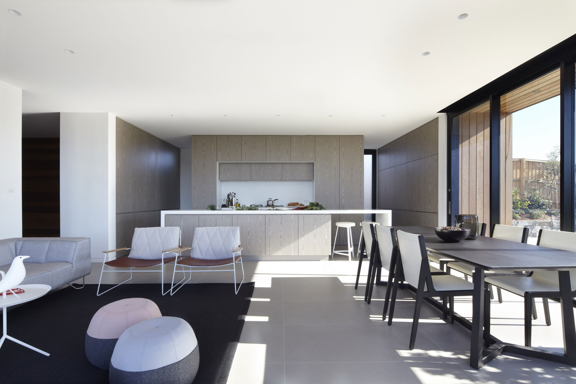 Lamble Modern Beach House with 270 Views of the Ocean by Smart Design Studio-08