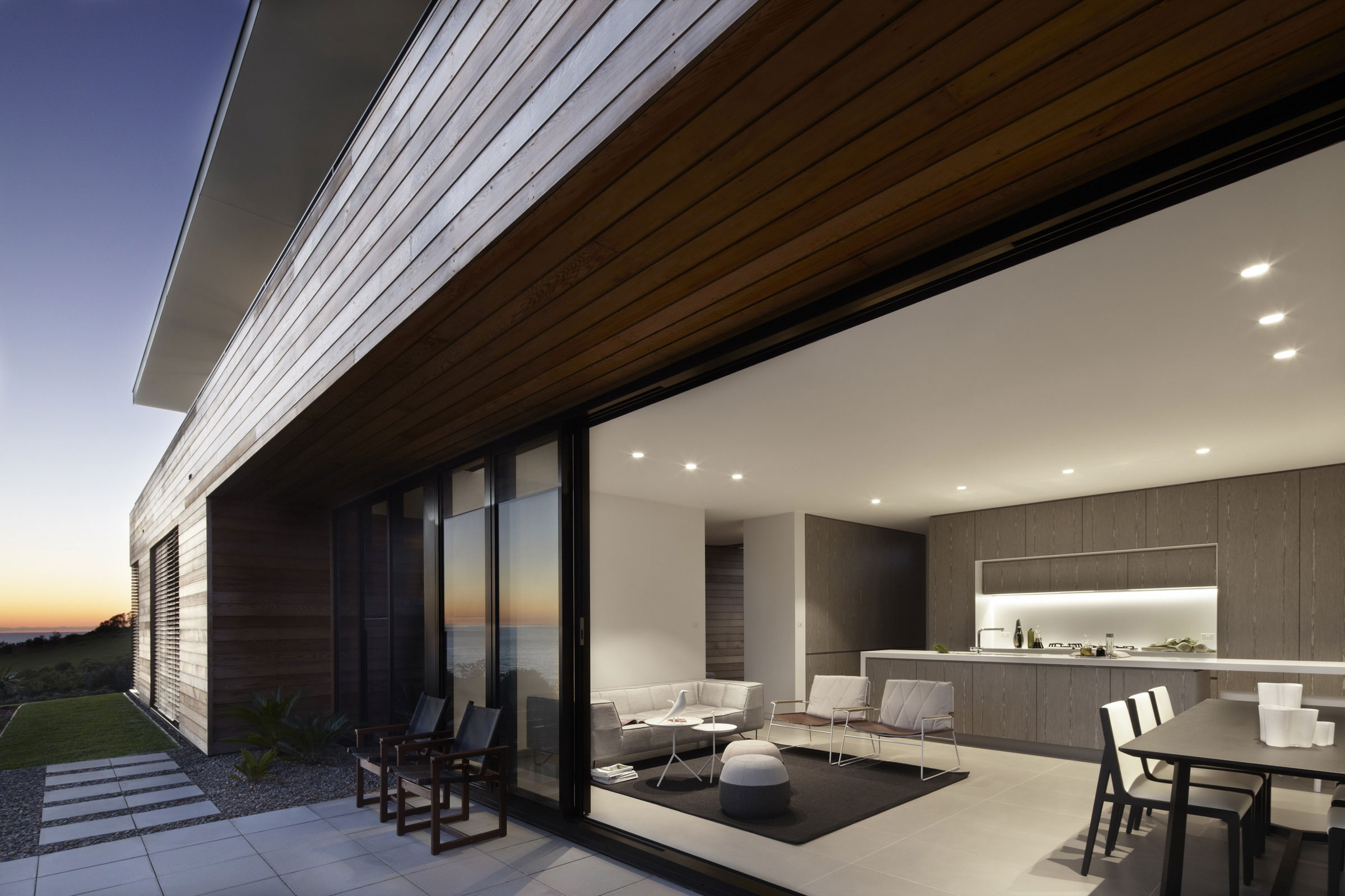 Lamble Modern Beach House with 270 Views of the Ocean by Smart Design Studio-18