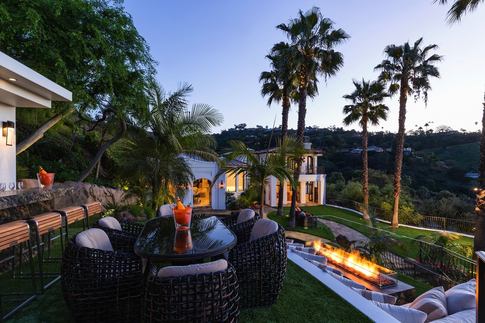 Mediterranean Style 10048 Cielo Drive Residence in Beverly Hills-36