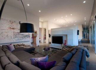 Modern Almondel Home Located in West Vancouver by Mcleod Bovell