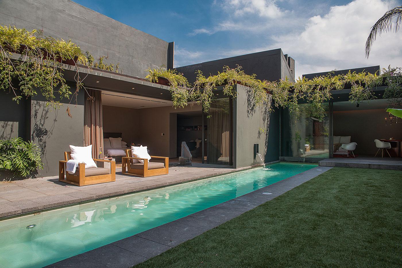 Modern Barrancas House in Mexico City by EZEQUIELFARCA