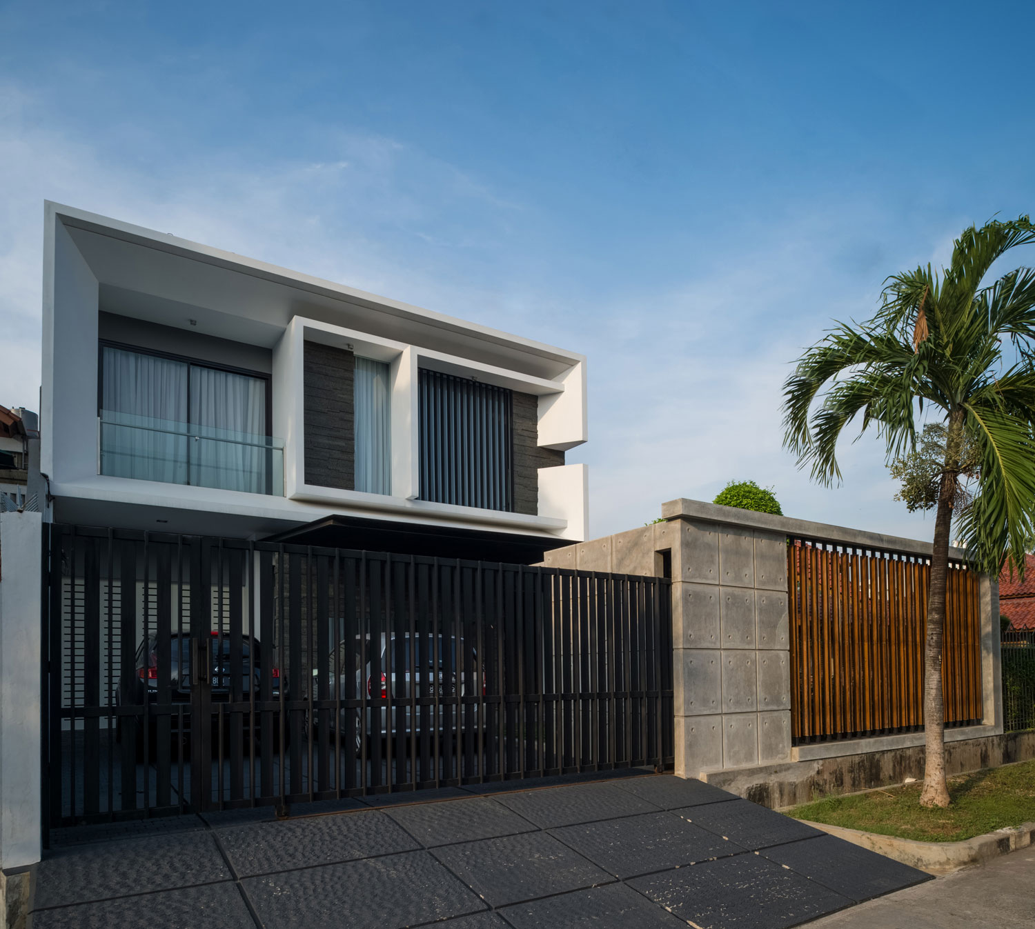 Modern D+S House Located in Jakarta by DP+HS architects-01
