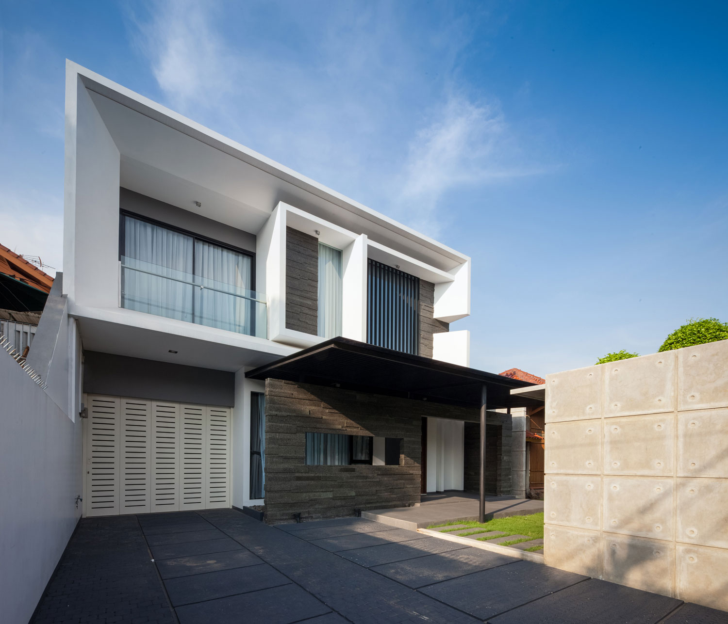 Modern D+S House Located in Jakarta by DP+HS architects-03