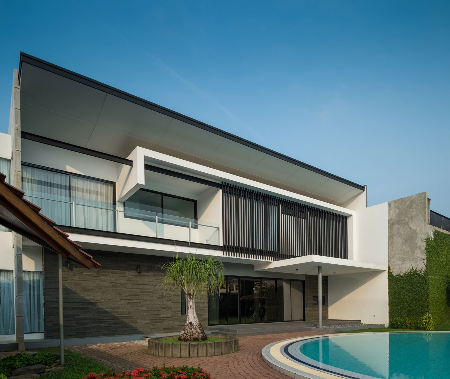 Modern D+S House Located in Jakarta by DP+HS architects-04