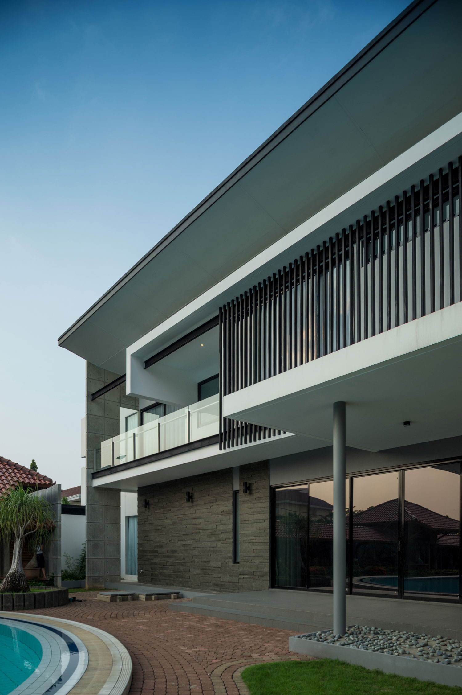 Modern D+S House Located in Jakarta by DP+HS architects-05