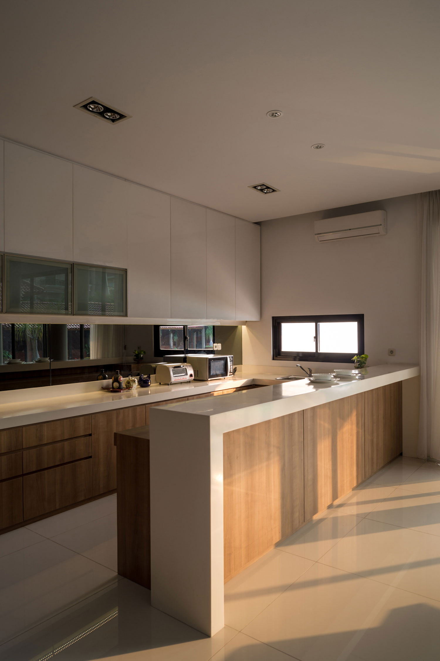 Modern D+S House Located in Jakarta by DP+HS architects-08