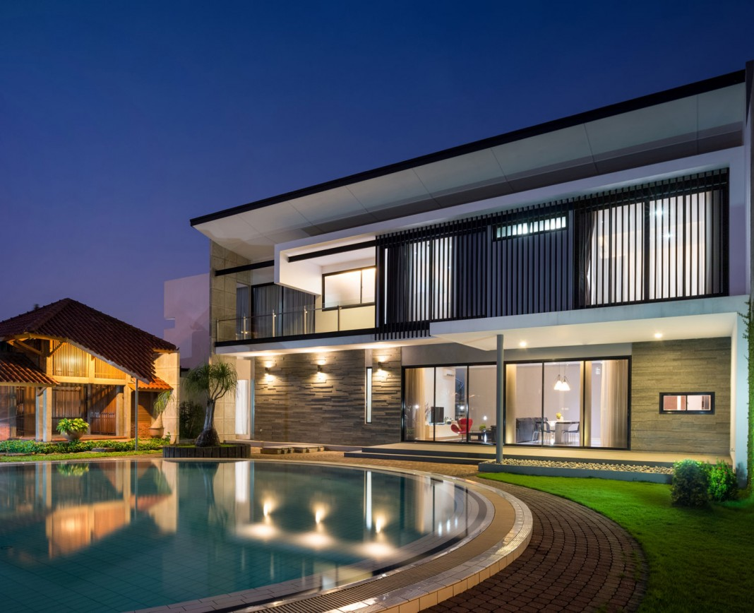 Modern D+S House Located in Jakarta by DP+HS architects