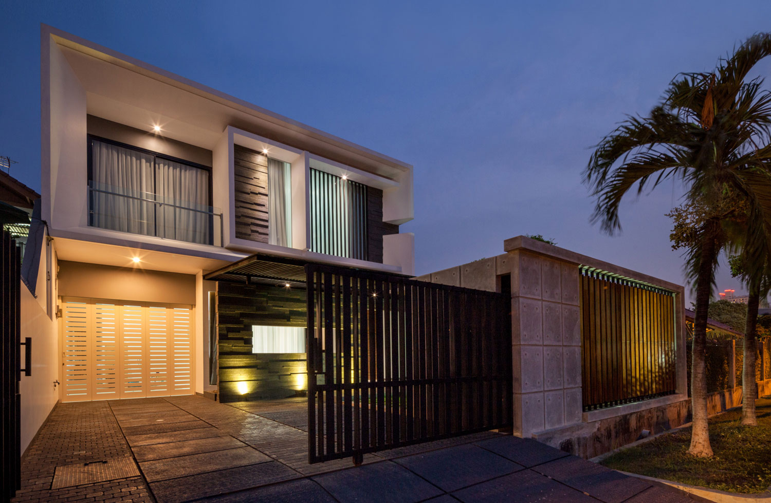 Modern D+S House Located in Jakarta by DP+HS architects-19