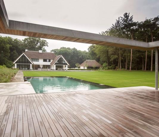 Modern Huizen Country House Located in a Quiet Rural Setting by De Brouwer Binnenwerk
