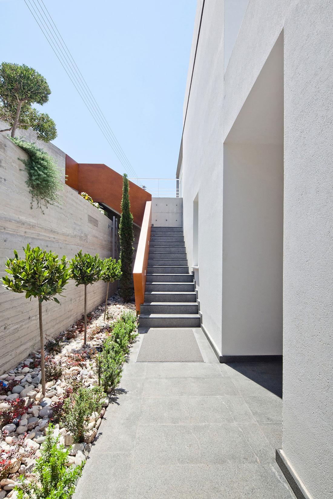 Modern Prodromos and Desi Residence in Paphos by Vardastudio Architects & Designers-09