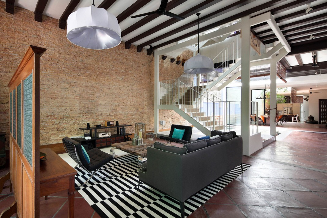 Neil road home with traditional peranakan shophouses theme for Design hotel road
