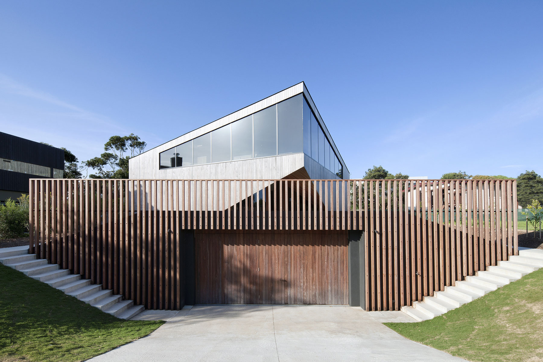 No Front or Back of Aireys House by Byrne Architects-01